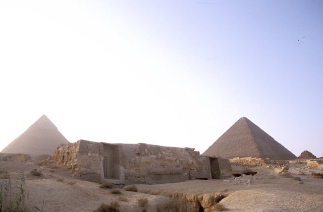 tomb of khentkawes and pyramids of chephren and cheops