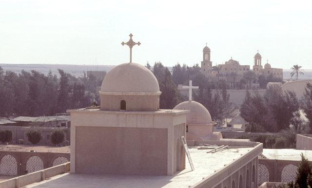 wadi natrun_deir anba bishoi_view towards deir as-suriani