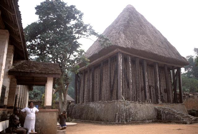 bafut_fon's palace_achum