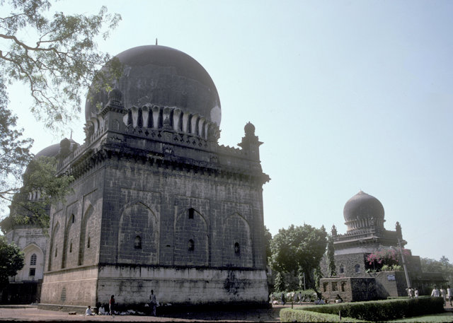 bijapur_tombs