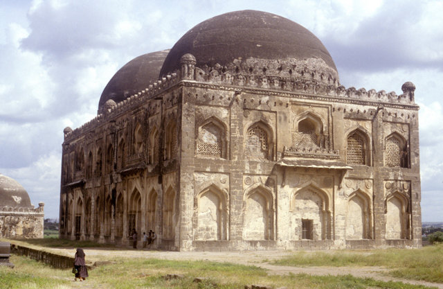 gulbarga_haft gumbad_tomb of firuz shah bahmani