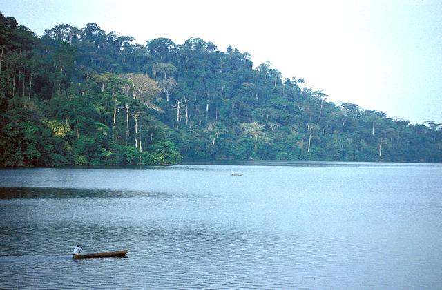 lake barombi_mokoros