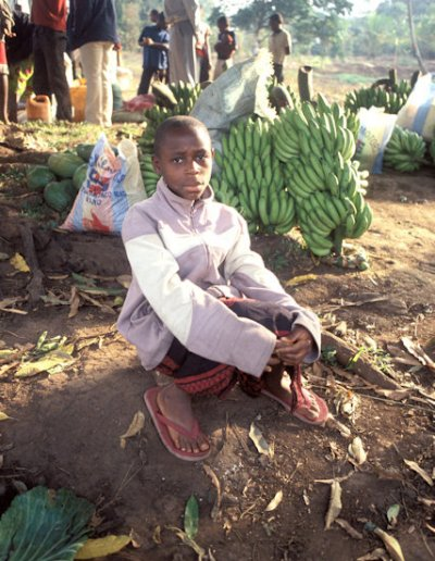 wum_rural market_boy with bananas