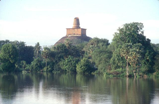 anuradhapura_lake with jetavanarama dagoba