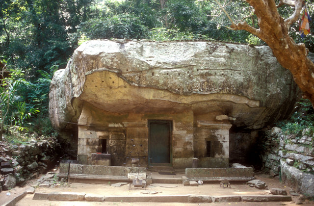 arankele_cave monastery