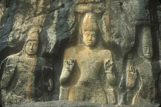 buduruvagala_monoliths_3