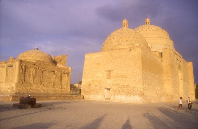 bukhara_buyan kuli khan mazaar and saifuddin bukharzi mazaar