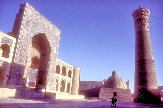 bukhara_mir-i-arab madrassah and kalon minaret