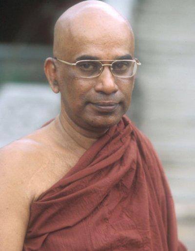 colombo_buddhist monk