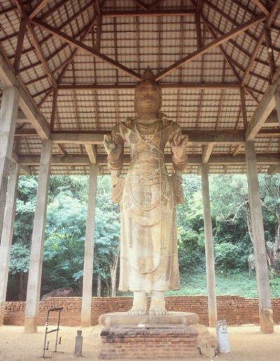 maligawila_avalokitesvara statue