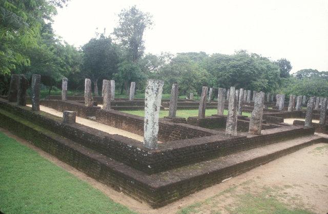 polonnaruwa_monastic college group