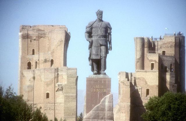 shakhrisabz_ak serai and timur statue