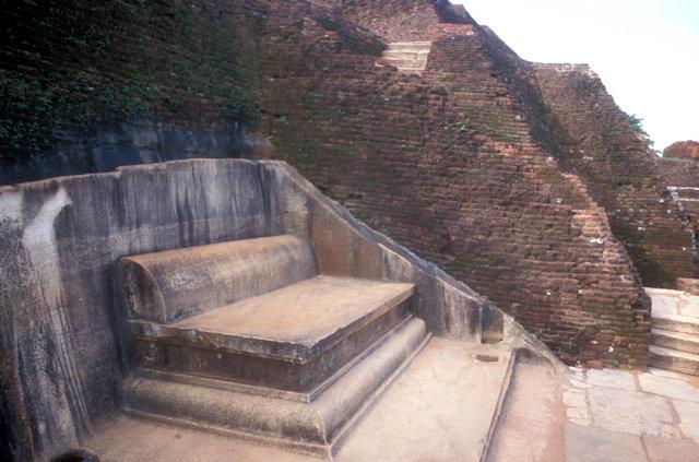 sigiriya_rock fortress_summer palace_king kasyapa's throne