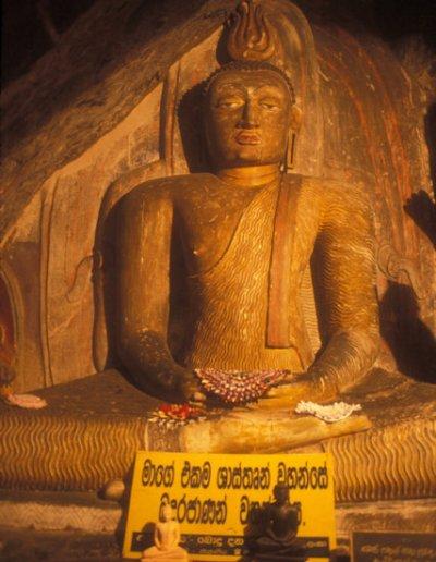 yapahuwa_cave temple_buddha statue