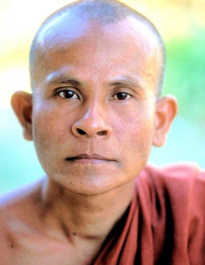 mrauk-u_buddhist monk