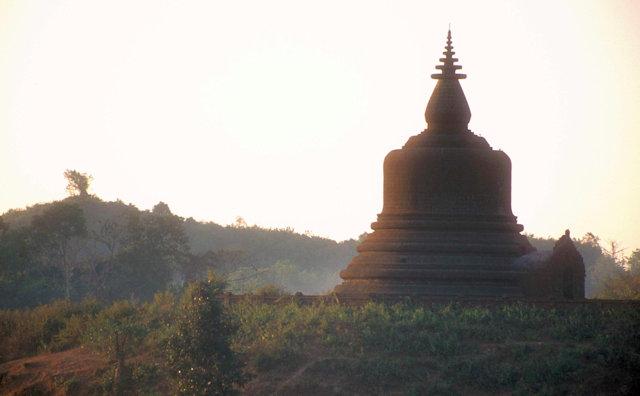 mrauk-u_hilltop pagoda_2