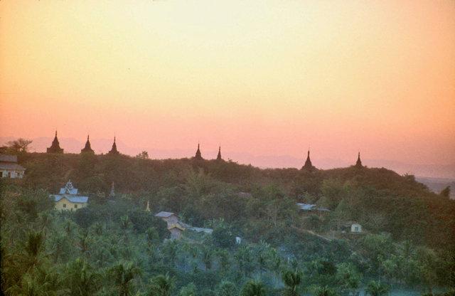 mrauk-u_hilltop pagodas