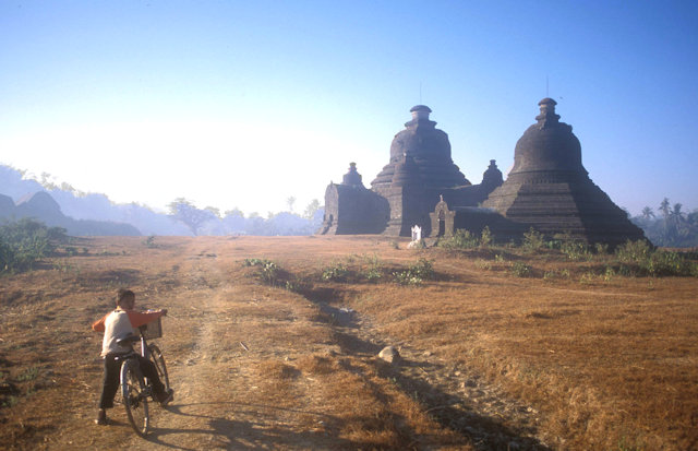 mrauk-u_lemyethna and nyidaw ceti pagodas