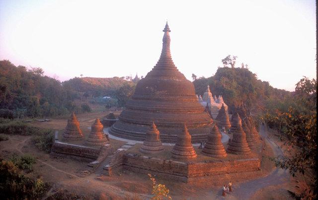 mrauk-u_ratana-bon and andaw pagodas