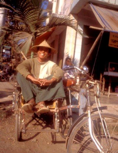 mrauk-u_rickshaw driver