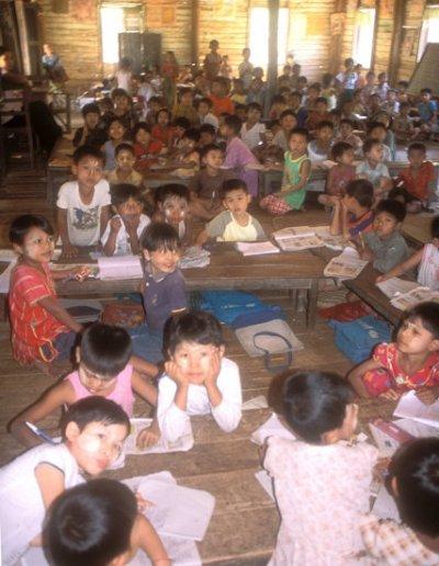 mrauk-u_school children
