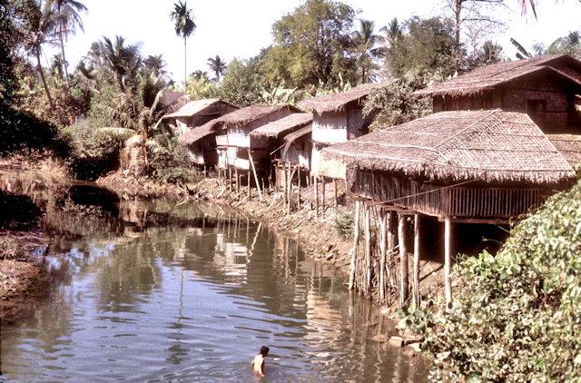 mrauk-u_village homes