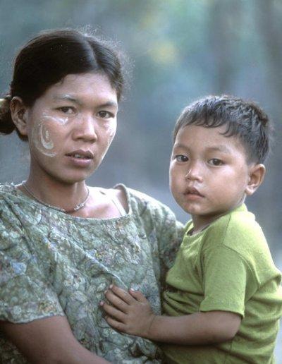 mrauk-u_young thet woman and child