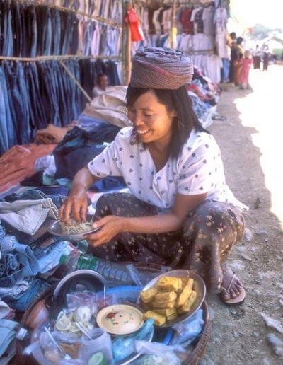 myanaung_market vendor