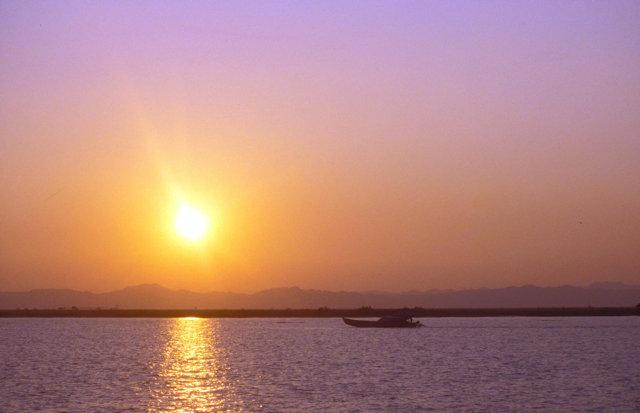 ponnagyun_sunset on kaladan river