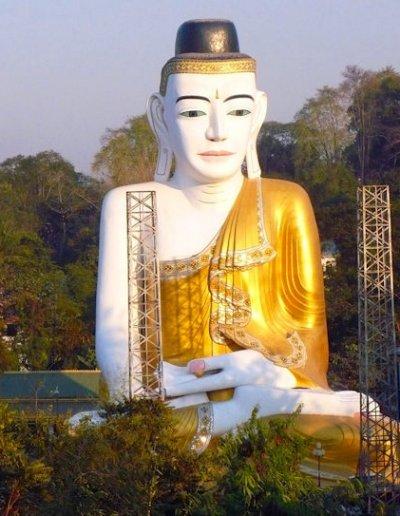 pyay_sehtatgyi pagoda_seated buddha