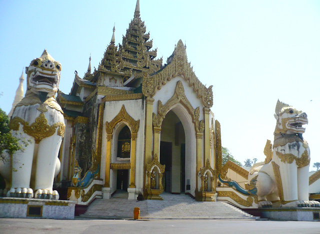 shwedagon pagoda_western entrance with chinthei statues
