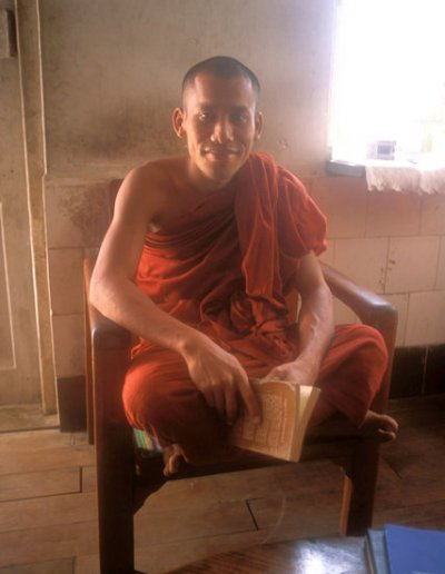 sittwe_mahakuthala kyaundaw-gyi monastery_buddhist monk