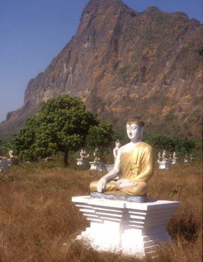 hpa-an_lanpini pagoda_buddha image