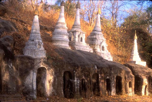 monywa_hpo-win-daung caves