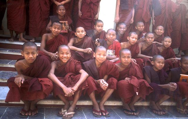monywa_novice monks