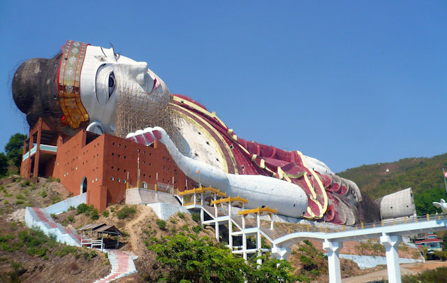 mudon_reclining buddha statue